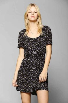 Discover new and vintage dresses at ASOS Marketplace. Take your pick from retro evening gowns, shifts, maxis, babydolls and thousands more styles. Urban Dresses, Formal Dresses, Indie Hipster, Dress Shirts For Women, Dress Picture, Evening Gowns, Vintage Dresses, Fitness Models, Urban Outfitters