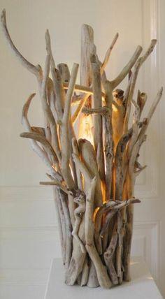 stehlampe aus treibholz licht aeste lampe diy weisser tisch
