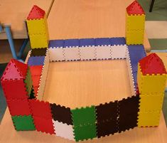 jeu de construction en volume écoe maternelle Castles Ks1, Knights And Castles Topic, Chateau Moyen Age, Christmas To Do List, Knight Party, Château Fort, Twelfth Night, Teaching History, Home Learning