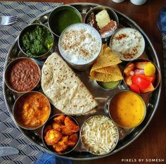 Baisakhi is an important festival in India for the Sikhs. This day marks the beginning of the annual harvest festival and new year for Sikh. Punjabi Cuisine, Punjabi Food, Indian Food Recipes, Vegetarian Recipes, Ethnic Recipes, Yummy Recipes, Veg Pizza, Saag, India Food