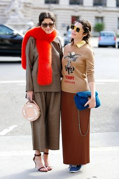 two shot. #IrinaLinovich & #EvgeniaLinovich looking fab in Paris.