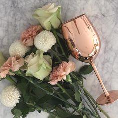 RoseGold wine glass & flowers