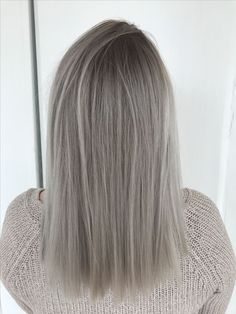 Hair Grey Blonde Roots 37 Ideas - All About Hairstyles Dark Roots Hair, Blonde With Dark Roots, Blonde Roots, Dark Hair, Grey Hair With Roots, Ashy Blonde Hair, Grey Blonde, Balayage Hair, Silver Blonde Hair