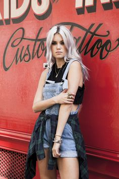 Jean jumpsuit plus cute crop top and flannel Estilo Fashion, Hipster Fashion, Grunge Fashion, Ideias Fashion, Soft Grunge, Grunge Look, Grunge Style, Glam Rock, Grunge Outfits