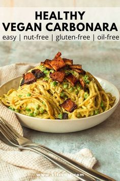 This Vegan Carbonara recipe is healthy, gluten-free, oil-free and nut-free! This delicious dinner is also super high in protein! The creamy sauce is made with silken tofu and nutritional yeast served with peas and crispy tofu 'bacon'. Pasta is the ultimate comfort food and this vegan carbonara is no exception. It's easy and quick and ready in less than 30 minutes! via Kitseats.com Easy Vegan Lunch, Vegan Lunch Recipes, Tofu Recipes, Vegan Meals, Cooking Tofu, Vegan Junk Food, Bacon Pasta, Crispy Tofu, Vegan Sauces