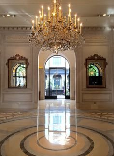 AD catches up with Jeff Leatham, star floral designer and favorite of the Kardashians and Sofia Vergara, at the Four Seasons George V in Paris.