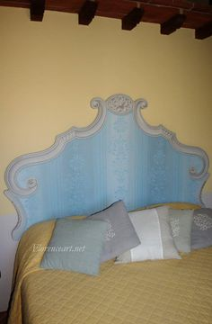 Letto dipinto con tecniche del trompe l'oeil e finto tessuto. Details on website. I would love something like this (but not blue). Dream Bedroom, Girls Bedroom, Bedroom Decor, Painting Antique Furniture, Painted Furniture, Vintage Headboards, Painted Headboards, Daughters Room, Wall Treatments