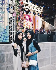 outfit konser musik hijab outfit konser musik hijab , outfit nonton konser musik hijab Source by ardeentrevener outfits bohemian Muslim Fashion, Hijab Fashion, Fashion Outfits, Womens Fashion, Hijab Dp, Ootd Hijab, Cochella Outfits, Casual Hijab Outfit, Bohemian Style
