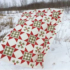 Absolutely LOVE @sherfalls Gingham Stars quilt! Pattern is from her upcoming book Holiday Wishes! #fqsholidaywishes