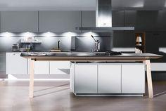 """Ganz nach Wunsch: Die """"NX902""""-Küche mit 4 Millimeter dünnen Glasfronten gibt es wahlweise glänzend oder satiniert. Dazu passt…"""