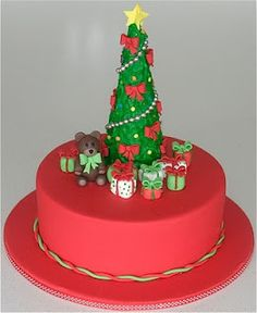 We now have already proven you many candy Christmas treats and at this time we want to present you a few of The Most Artistic Christmas Cake Designs that m Christmas Themed Cake, Christmas Cake Designs, Christmas Cake Decorations, Christmas Cupcakes, Holiday Cakes, Christmas Desserts, Christmas Treats, Christmas Baking, Christmas Wedding