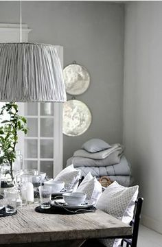 Grey dining room in a Danish home pendant light decorative pillows Gray Interior, Interior Design, Home And Living, Living Room, Home Kitchens, Home Furnishings, Home Furniture, Interior Decorating, Sweet Home