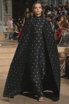 MIRABILIA ROMAE: HAUTE COUTURE FASHION SHOW FALL/WINTER 2015-16. #Valentino