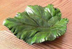 Leaf castings - from rhubarb leaves, hostas. Hand Built Pottery, Slab Pottery, Pottery Bowls, Ceramic Pottery, Pottery Ideas, Cement Leaf Casting, Concrete Leaves, Concrete Crafts, Concrete Art