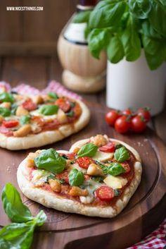 Pizza in Herzform mit Géramont und Hähnchen