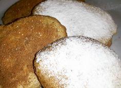 Un café acompañado de galletitas de avena caseras.