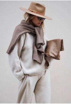 Come indossare la tuta con stile: idee di look – Con cosa lo metto? Mode Outfits, Chic Outfits, Winter Outfits, Fashion Outfits, Woman Outfits, Spring Outfits, Fashion Mode, Look Fashion, Womens Fashion