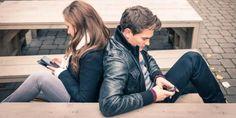 Mensajearse con mucha frecuencia es indicador de una mala relación - http://www.notimundo.com.mx/salud/mensajearse-frecuencia-mala-relacion/