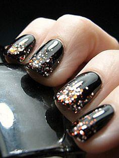 French manucure pailleté - 30 nail art appropriés pour aller au bureau - Photos Beauté - Be.com