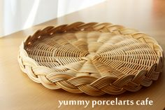 ランチ付き籐編みレッスン |yummy porcelarts cafe 大阪・池田市 ポーセラーツ・アイシングクッキー・籐編み教室 Card Weaving, Paper Weaving, Basket Weaving, Bamboo Grass, Bamboo Art, Flax Weaving, Bamboo Weaving, Newspaper Basket, Newspaper Crafts