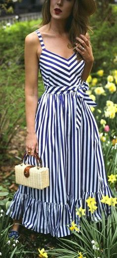 30 Dresses in 30 Days: What to Wear to a Picnic // navy and white stripe maxi dress embroidered navy slides small woven box bag straw bolero hat {j Day Dresses, Casual Dresses, Fashion Dresses, 1950s Dresses, Dresses Online, Evening Dresses, Nyc Fashion, Womens Fashion, Style Fashion