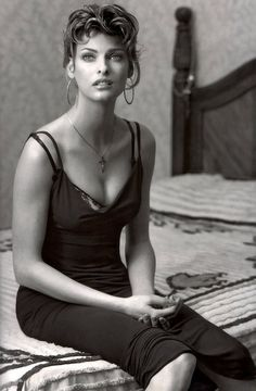 ANOTHER OF THE MOST BEAUTIFUL MODELS FROM THE SUPER MODEL ERA - LINDA EVANGELISTA. DO YOU SEE A RESEMBLANCE TO SOPHIA LOREN?