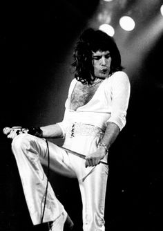 Website dedicated to one of the greatest and most influential artists of all time – Freddie Mercury Elvis Presley, Mr Fahrenheit, King Of Queens, Queen Pictures, Rare Pictures, Beautiful Pictures, We Are The Champions, Somebody To Love, Queen Freddie Mercury