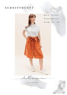 Das Schnittmuster Rock Bloom mit Bindegürtel und Knopfleiste als hübsche Hingucker, sowie großen aufgesetzten Taschen, umspielt lässig deine Beine. Damit kannst du dir schnell einen tollen Rock nähen. Waist Skirt, Midi Skirt, High Waisted Skirt, Tweed, Diy Kleidung, Elegantes Outfit, Bloom, Pli, Cami Tops