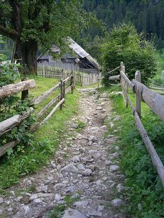 Paths / Cities only have cobblestone. Paths / Cities only have cobblestone.Paths / Cities only have cobblestone. Country Farm, Country Life, Country Roads, Country Living, Esprit Country, Country Scenes, Jolie Photo, Old Barns, Garden Paths