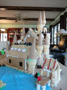 Harry Potter Gingerbread - well this is happening Hogwarts Christmas, Harry Potter Christmas, Harry Potter Birthday, Gingerbread Castle, Christmas Gingerbread, Christmas Fun, Harry Potter Food, Harry Potter Friends, Yer A Wizard Harry