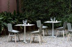 Mesa de bar Oxi Bistrot y silla Green mobles 114