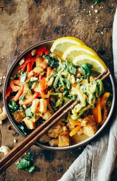 bowl of thai chicken zoodles