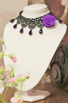 Mustapitsi & violetti ruusu kaulakoru