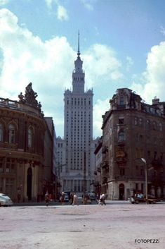 Warszawa ulica Złota 1967 Warsaw Guide, 70s Aesthetic, Malta, Beautiful Buildings, Architecture, Empire State Building, Old Photos, Illusions, The Good Place