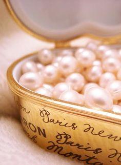 gold box of pink pearls. Bath Pearls, Pink Pearls, Rose Bonbon, Pearl And Lace, Tokyo Fashion, Fashion Fashion, Girly Things, Pink And Gold, Blush Pink