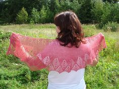 Ravelry: Project Gallery for Graciella Shawl pattern by Cassie Castillo