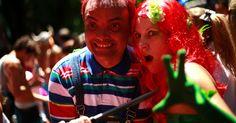 23.jan.2015 - O Bloco carioca Desliga da Justiça reuniu centenas de foliões nas ruas da Gávea