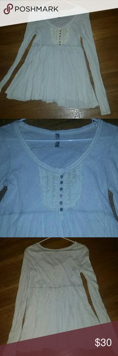 Long sleeve Free People Bohemian Babydoll Top Decorative buttons and embroidery at chest and loose babydoll style. Excellent condition. Free People Tops