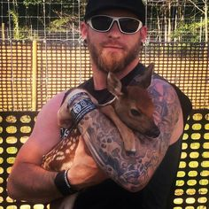 Brantley and a fawn Country Music Quotes, Country Music Stars, Country Singers, Hot Country Boys, Brantley Gilbert, Thomas Rhett, Chris Young, Hot Hunks, My Ride
