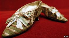 A Parisian auction house to the highest bidder got a pair of shoes that belonged to the French queen Marie Antoinette. The bid exceeded by more than five times than expected.
