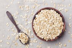 . Nutrition Sportive, Oats And Honey, Snacks Sains, High Carb Foods, Healthy Carbs, Sugar Scrub Recipe, Oatmeal Recipes, Food Waste, Cheap Meals