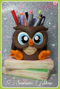 Katlyn Schrom's media statistics and analytics Polymer Clay Pens, Polymer Clay Sculptures, Sculpture Clay, Clay Jar, Clay Mugs, Cute Crafts, Diy And Crafts, Pot A Crayon, Ceramic Owl