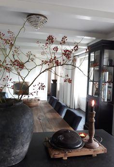 31 ideas for farmhouse decor livingroom buffet Living Room Colors, Living Room Decor, Table Ikea, Rustic Apartment, Interior Decorating, Interior Design, Farmhouse Chic, Rustic Interiors, Living Room Inspiration