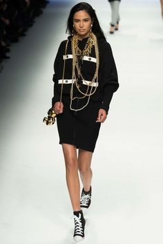 Moschino Fall 2015 Ready-to-Wear Fashion Show - Anna Ewers