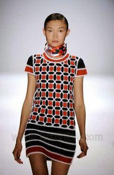 crochelinhasagulhas: Vestido vermelho, azul e branco de crochê
