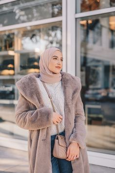 Hijab Fashion, withloveleena, teddy bear coat, teddy coat Source by hijab Hijab Fashion Casual, Casual Hijab Outfit, Hijab Style, Hijab Chic, Winter Fashion Outfits, Fashion Fashion, Classic Fashion, Bohemian Fashion, Fashion Vintage