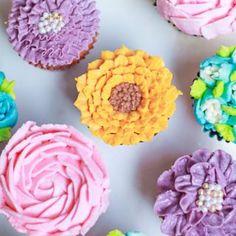 Strawberry Chiffon Cake Sponge Recipe By Bakealish Marshmallow Buttercream, Whipped Cream Frosting, Cupcake Frosting, Jelly Fruit, Jelly Cake, Raspberry Crumble, Fruit Crumble, Sponge Recipe, Sponge Cake Recipes