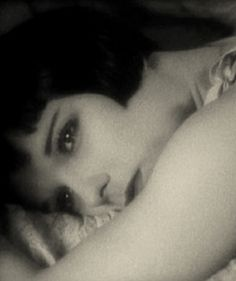 Louise Brooks Louise Brooks, Silent Film Stars, Movie Stars, Belle Epoque, Divas, Glamour Shots, Classic Actresses, Lost Girl, Vintage Hollywood