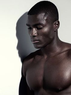 Black male model face shot remi alade-chester - the fashion spot beleza pur Men In Black, Handsome Black Men, Black Boys, Male Model Face, Black Male Models, The Face, Photo Portrait, Hommes Sexy, Male Beauty