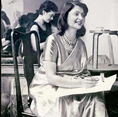 Portrait of a princess: Maharani Gayatri Devi, Rajmata of Jaipur, was the third Maharani of Jaipur to through her marriage to Maharaja Sawai Man Singh II. She was considered the most glamourous occupant of the Rambagh Palace Vintage India, Jaipur, Maharani Gayatri Devi, Contexto Social, Royal Indian, Indian Princess, History Of India, Historical Pictures, Rare Photos